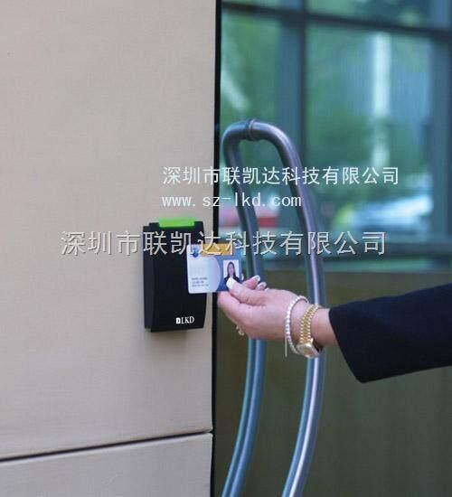 ①锁继电器,可以控制各种不同的常开