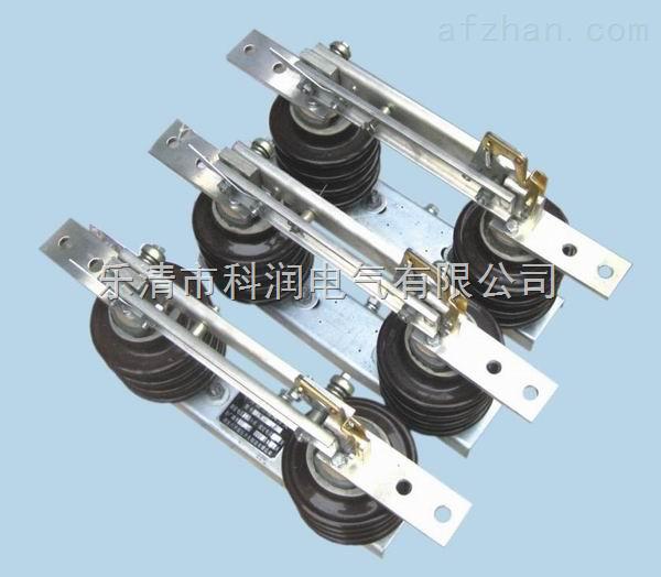概述 GW9-10 单极隔离开关适用于10 KV输配电线路上,截断、闭合空载负荷的单相或三相电路。开关处于合闸状态时,能可靠地通过线路正常工作电流,或故障断路电流。断开时,可以保证被检修的电气设备与有载电压的部分完全隔开,便于检修人员进行安全检修 户外单极隔离开关结构简单,远行可靠,操作安全,造价经济。本隔离开关分为 不接地、单接地(左接地和右接地)和双接地; 接地开关按承受的短路电流能力又分  型; 使用地区分:普通型、防污型、耐污型和高原型。 售后服务承诺书 我公司本着优质、高效、发展的精神,以优