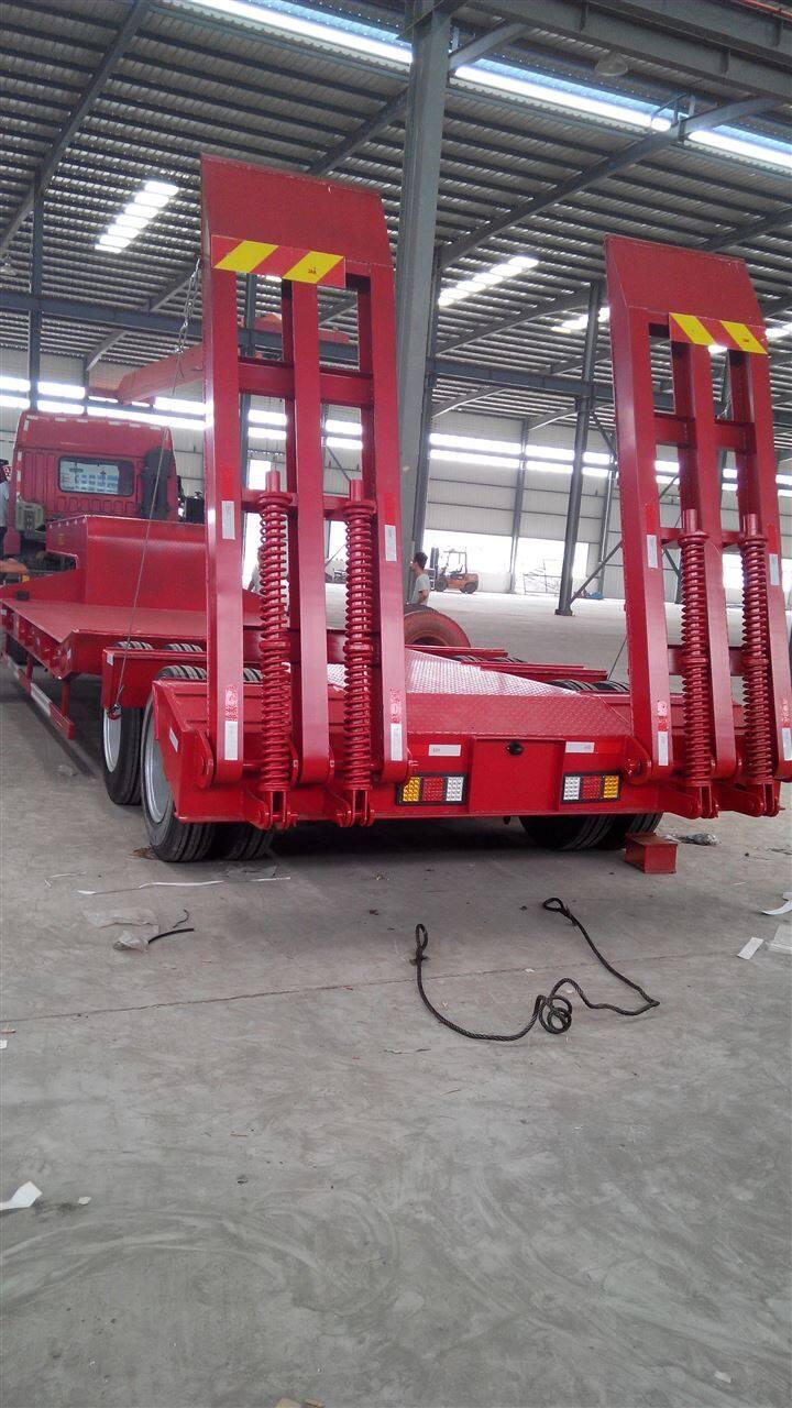 玉门拉220型挖机平板车后板凹槽型液压爬梯图片